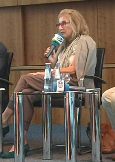 Bild Astrid Wirtz bei der DTG Podiumsdiskussion